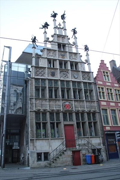Здание дома гильдии каменщиков