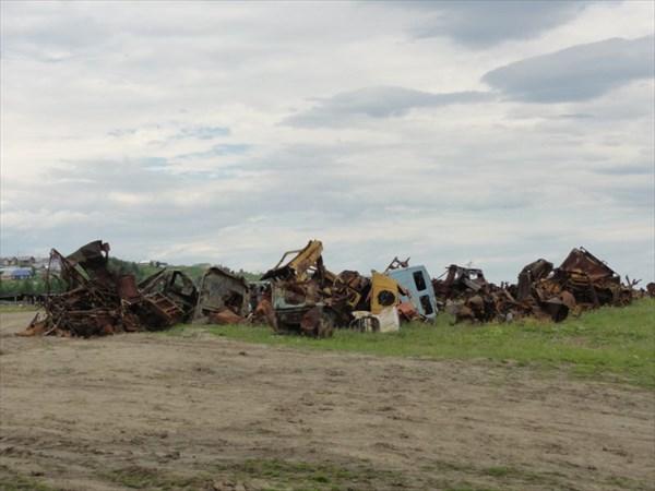 Кладбище с-х техники у с.Мутный Материк