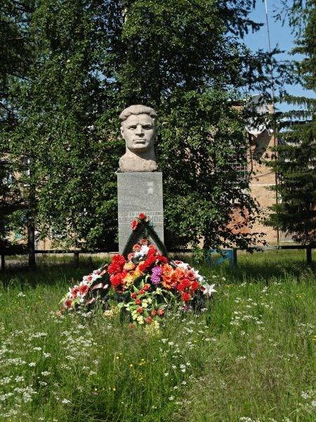 Памятник Герою Советского Союза Черепанову