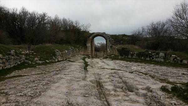 Остатки древнего города Чуфут-Кале