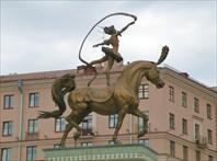 Скульптура гимнастки-Минский цирк