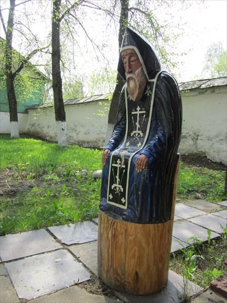 На территории Спасо-Мирожского Завеличского монастыря