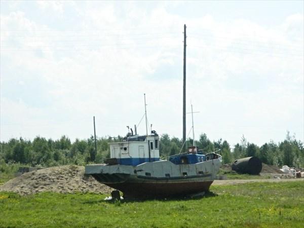 Кораблик на берегу