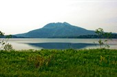 Собственно гора и озеро, в унылых погодах