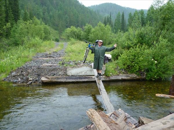 А по этому мосту Алексей пройдёт пять раз
