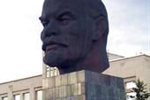 Памятник великому вождю Ленину