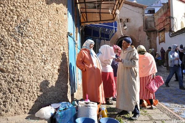 Торговцы около ворот медины