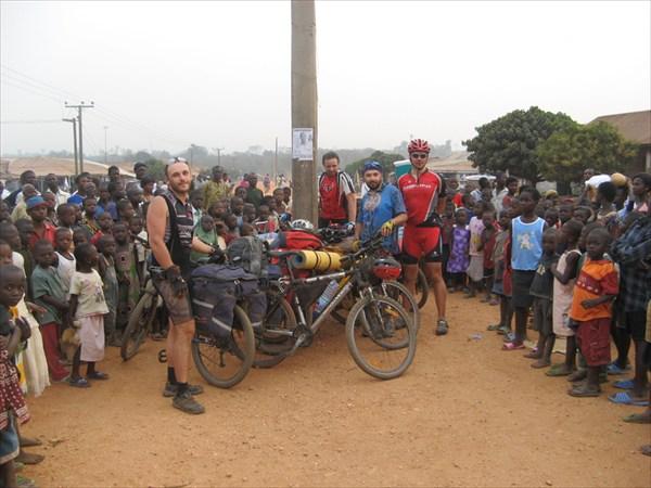 на фото: Ghana_1268_img