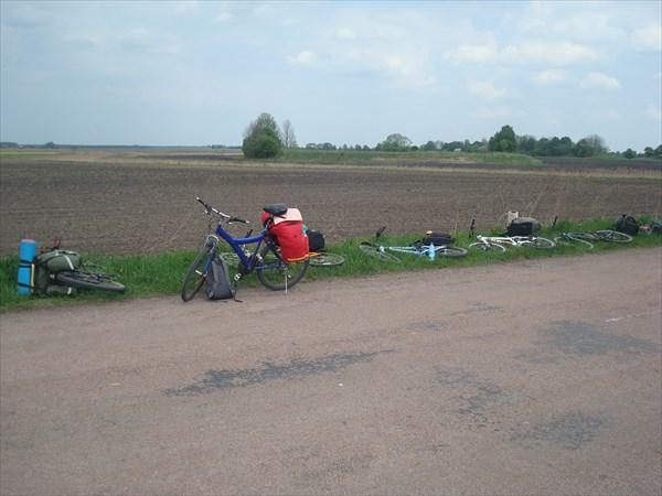 на фото: У курганов, выезд на трассу к Коростышеву.