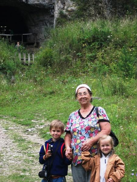 Валентина с внуками