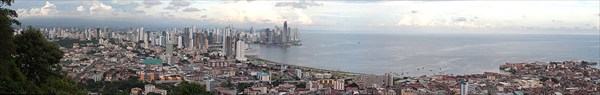 00003 1024px-Panama_city_panoramic_view_from_the_top_of_Ancon_hi