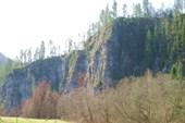 Стоянка у скалы
