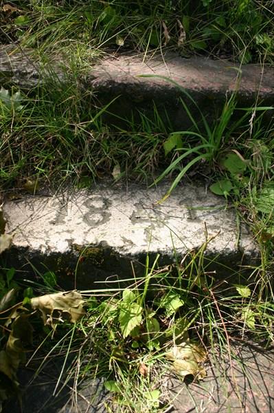 Камень в ступенях кирхи г. Озерск