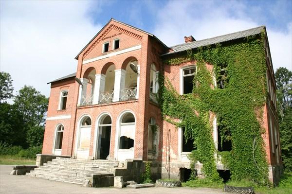 Сохранившийся немецкий барский особняк