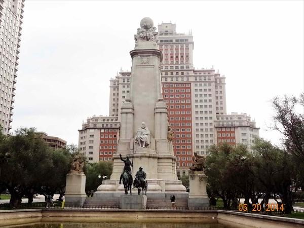 Площадь Испании. Памятник Сервантесу.