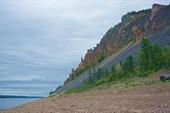 Приметный скальный мыс с берега