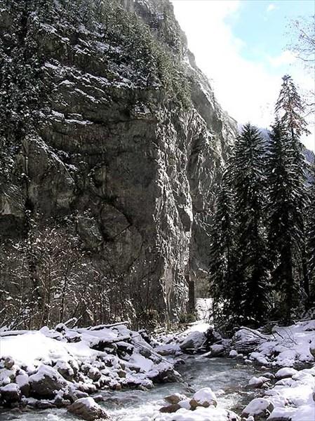 каменный угол Гегского ущелья