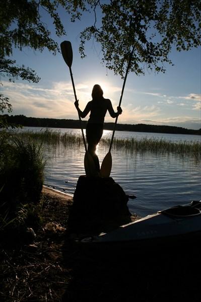 Девушка с веслами