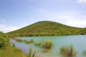 озеро возле горы Папса