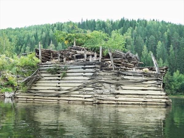 Сохранившийся островок.