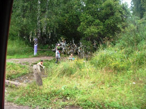 Недалеко справа тропа к 3му водопаду шинка
