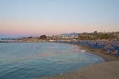 Пляж Stella Village за волнорезом