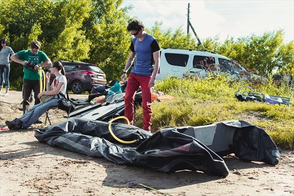 Подготовка лодок к спуску.