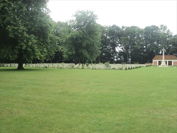 Военное канадское кладбище.