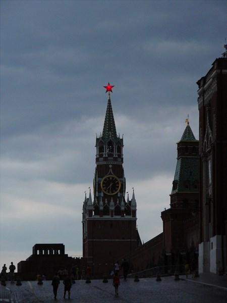 Горят кремлевские огни