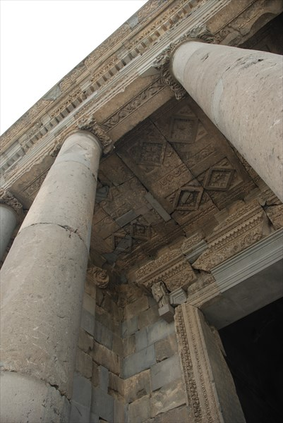 Языческий храм