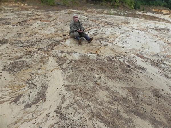 Собираем образцы песчаника с признаками омарганцевания