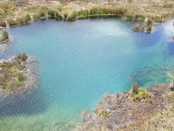 карстовое озеро