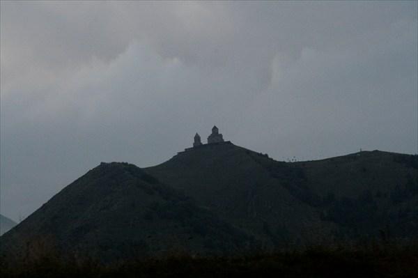 Маленькая церковь на вершине