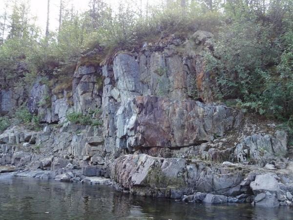 Необычный цвет скал.