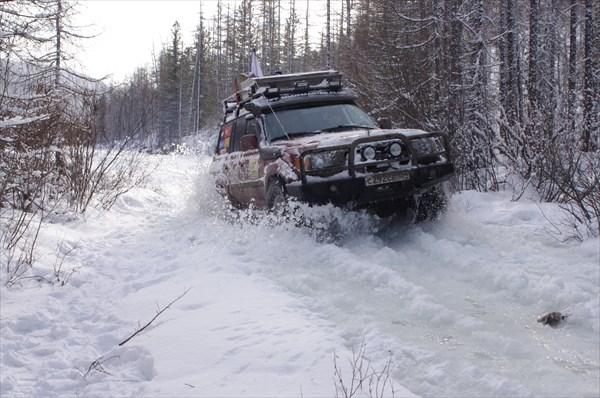 на фото: Зимник по реке Мурхой