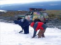 Прорываемся ( в прямом смысле) через снежник.