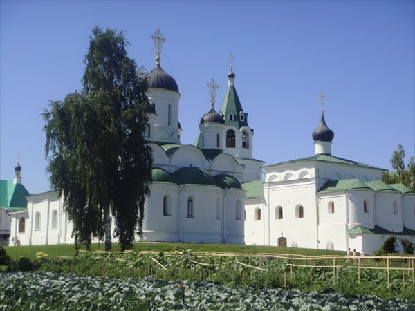 на фото: Спасо-Преображенский Епархиальный мужской монастырь