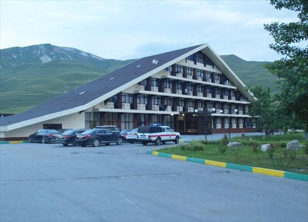 Гостиница «Казеной». Снимок сделан утром