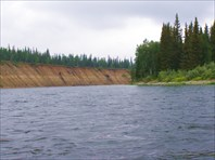 Видно границу, до которой поднимается вода