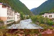 Р. Zagunao River в городке Xinqiaogou.