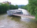 ультрамодерновый мост на реке Мур