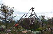 Фото. 76. Тригопункт на вершине горы
