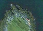 Снимок. 3.  Космический снимок с Google Maps: Порванный корабль