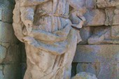 пострадавшая статуя