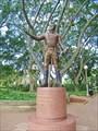 Памятник «отцу Австралии» Лаклану Маккуори, генерал-губернатору.