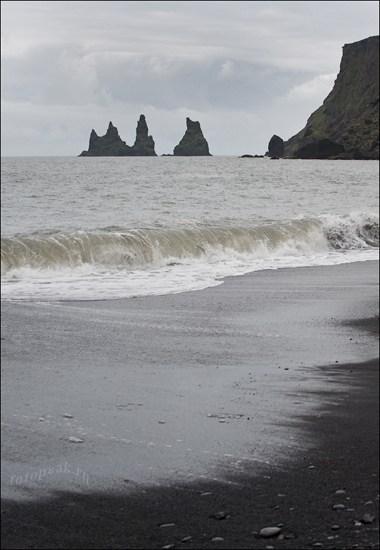 Пляж в городке Вик (Vik)