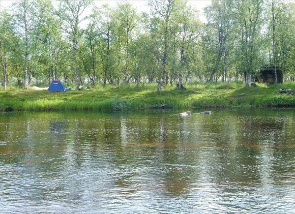 Вид на лагерь с противоположного берега Vaijoki.