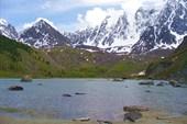 Вид с `южного` берега озера на горные вершины