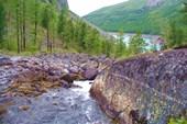 Нижнее Шавлинское озеро со сторны реки в него впадающей