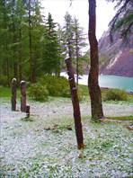 Озеро и снег (вторая половина июня)